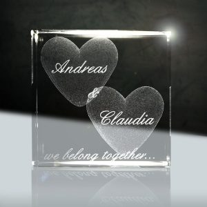 Cristallo in vetro 3d con incisione nomi 1