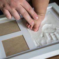 cornice foto con impronta mani e piedi 2